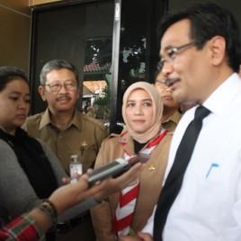 Wawancara WAGUB di dampingi Kepala Dinas dan Kepala Sekolah